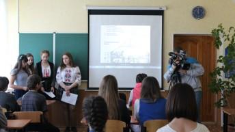 """Студентське братство проводить """"Уроки пам'яті» у школах Сходу України"""